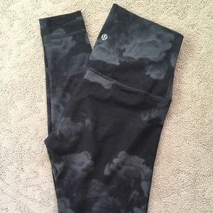 Cute black and grey Lululemon leggings, sz 6